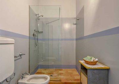villa-collepere-suite-blu-bagno