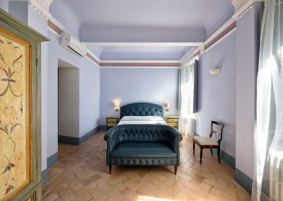 villa-collepere-suite-poesie-double bedroom