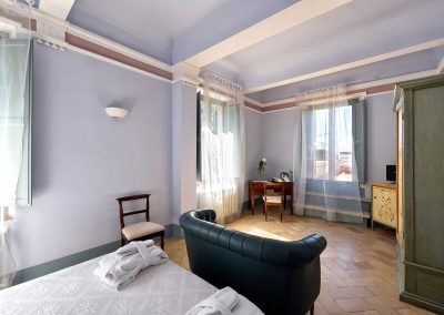 villa-collepere-suite-poesie-sitting room