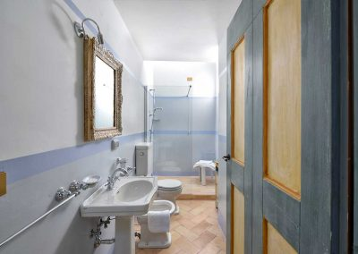 villa-collepere-suite-sibillini- bathroom