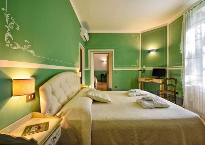 villa-collepere-suite-verde-letto-matrimoniale